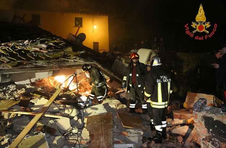 Bagno a Ripoli, esplosione villetta, morta una donna