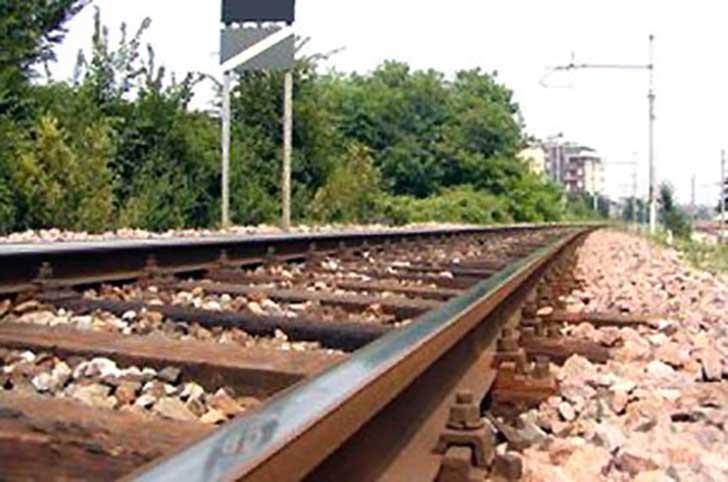 Ventottenne muore travolto da treno a Livorno
